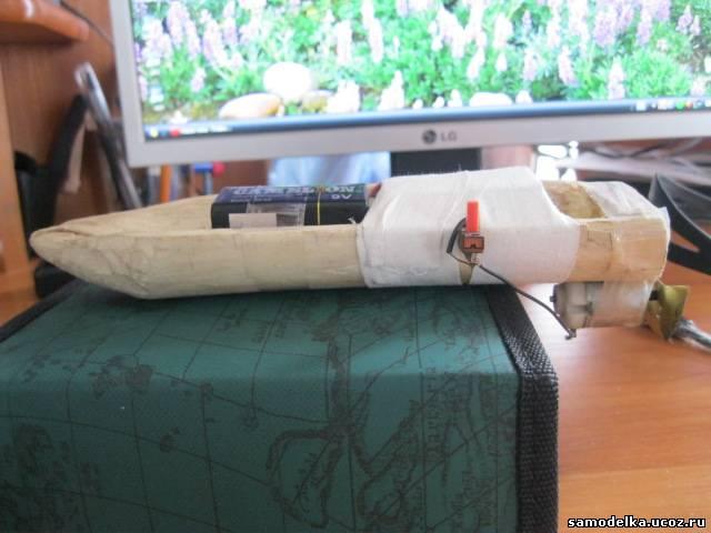 Как сделать игрушечную лодку с моторчиком своими руками