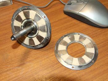 Прикрепленное изображение: статор-с-магнитами.jpg